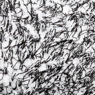 Nahaufnahme der Mikrofasern schwarz weiss des Waschhandschuhs für Autos von Profipolish