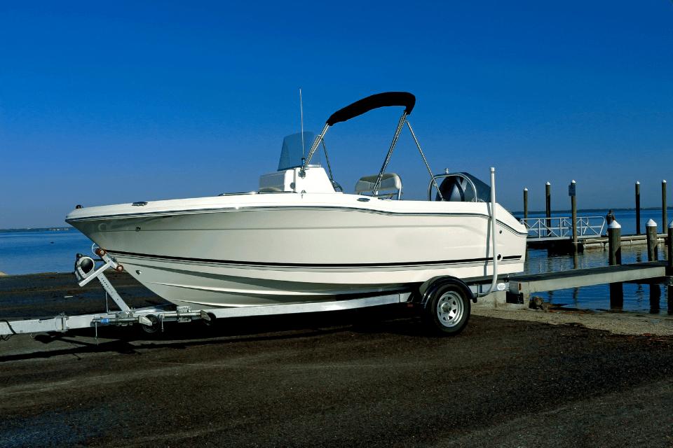 Winterpause zum Boot polieren nutzen