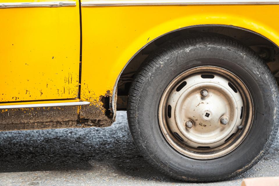 Rost an Fahrzeugen entfernen