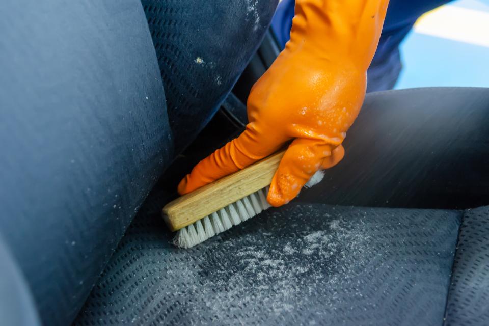 Aktivschaum für Polster – So kannst Du Deinen Autoinnenraum wieder auf Vordermann bringen