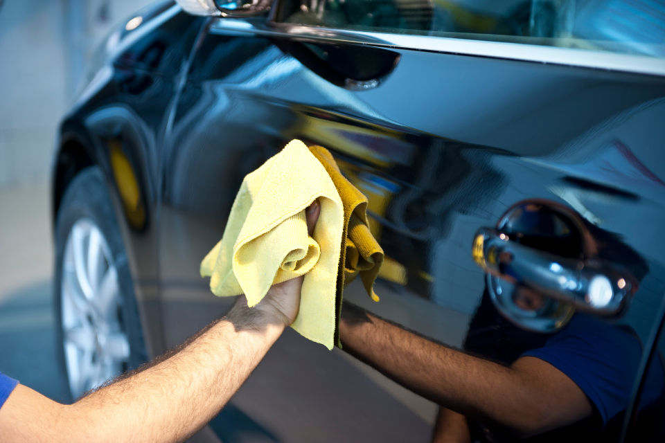 Ölflecken entfernen – so werden Auto und Innenraum wieder richtig sauber